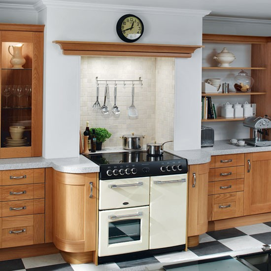 Country style galley kitchen galley kitchen design ideas for Galley kitchen ideas uk