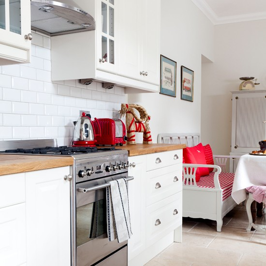 White Kitchen Units With Oak Worktop: Modern White Kitchen With Red Accessories