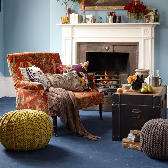 classic living room how to decorate with yellow and. Black Bedroom Furniture Sets. Home Design Ideas