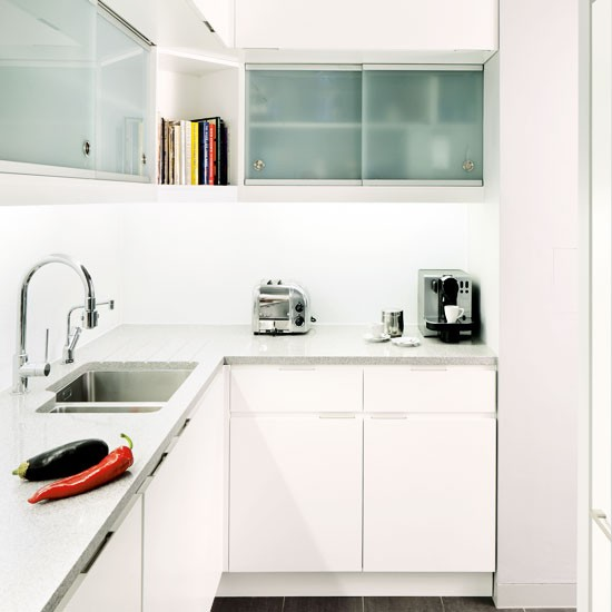 All white l shaped fitted kitchen for Small kitchen ideas uk