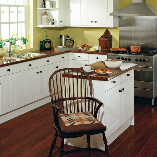 Classic kitchen with island small kitchen design ideas for Small kitchen designs with island