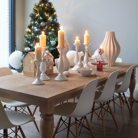 Modern dining room with oak table modern decorating for Well dressed home christmas decorations