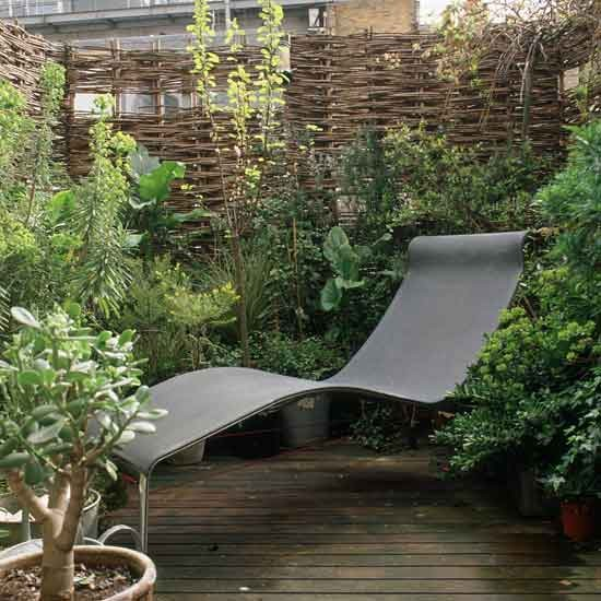 Budget-conscious balcony | Small gardens | PHOTO GALLERY | Homes & Gardens | housetohome.co.uk