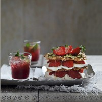Strawberry baklava millefeuille with orange flower cream