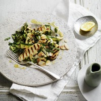 Grilled courgette and halloumi salad