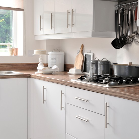 White Kitchen Units With Oak Worktop: Traditional White And Wood Kitchen