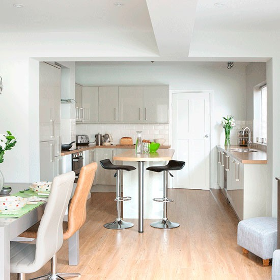 Take A Tour Of This Light And Modern Kitchen