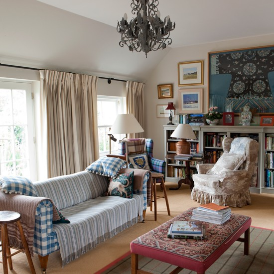 Eclectic tartan living room for Beautiful traditional living rooms