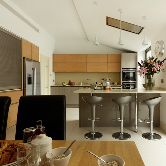 Modern steel and wood kitchen for Grey and brown kitchen