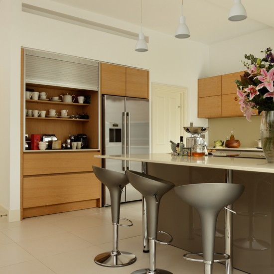 Modern Grey Kitchen: Grey Kitchen With Wooden Cabinetry