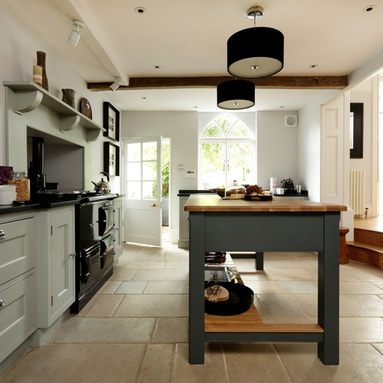 Solid oak country style kitchen for Country kitchen floor ideas