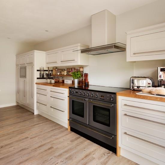 Neutral nordic kitchen for Neutral kitchen ideas