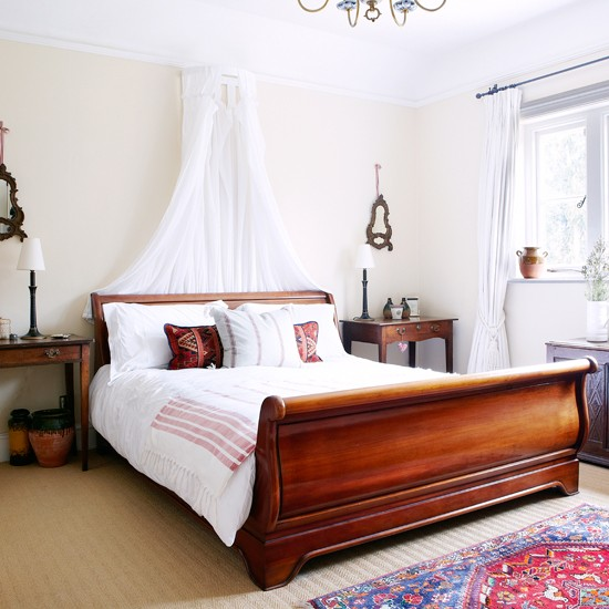 Calming White Bedroom With Sleigh Bed Decorating Country