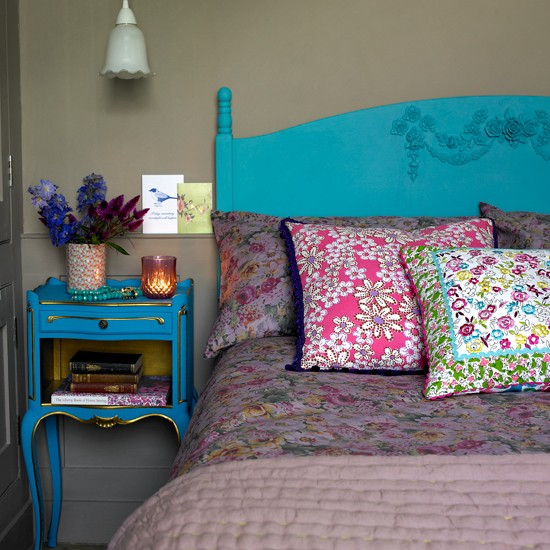 Turquoise And Floral Country Bedroom
