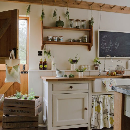 Peg rail kitchen storage | Kitchen | PHOTO GALLERY | Country Homes and Interiors | Housetohome.co.uk