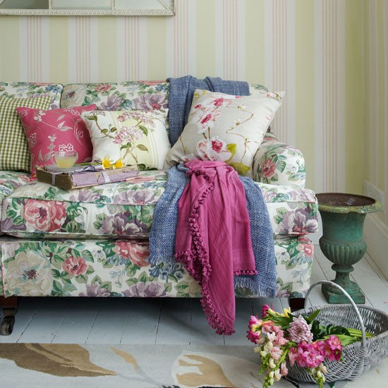 Multicolour floral scheme | PHOTO GALLERY | Country Homes and Interiors | Housetohome.co.uk