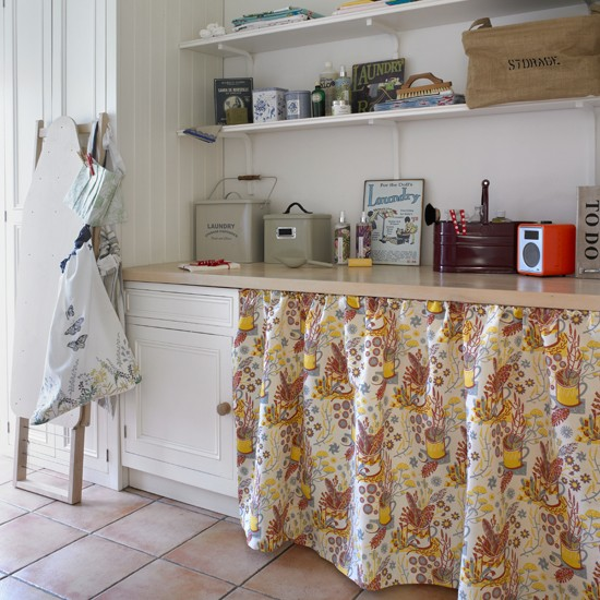 Vintage country style utility room housetohomecouk for Country laundry room curtains