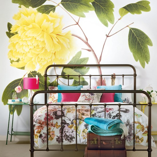 Bold floral bedroom | traditional decorating ideas | Ideal Home | Housetohome.co.uk