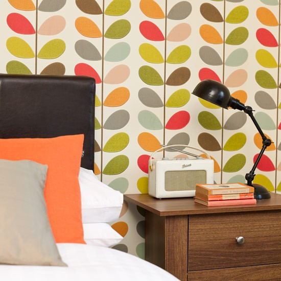 Bedside table bright bedroom ideas for Bright bedroom wallpaper