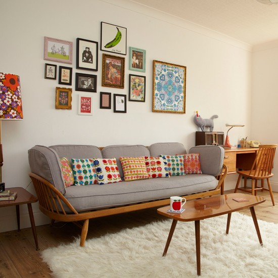 Retro living room with pretty prints living room for Modern retro living room ideas