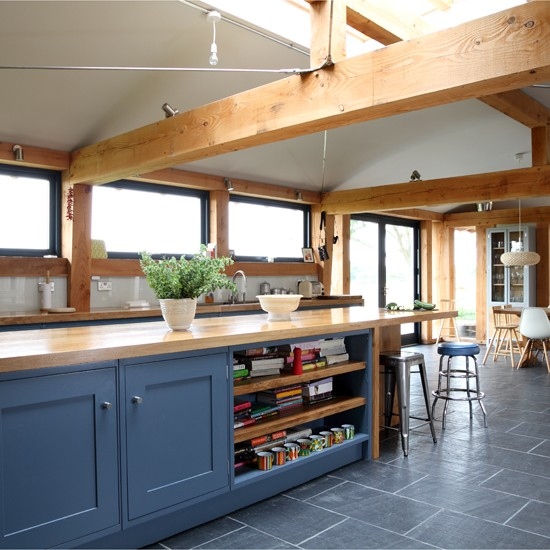 Farmhouse slate and wood kitchen for Beautiful traditional kitchens