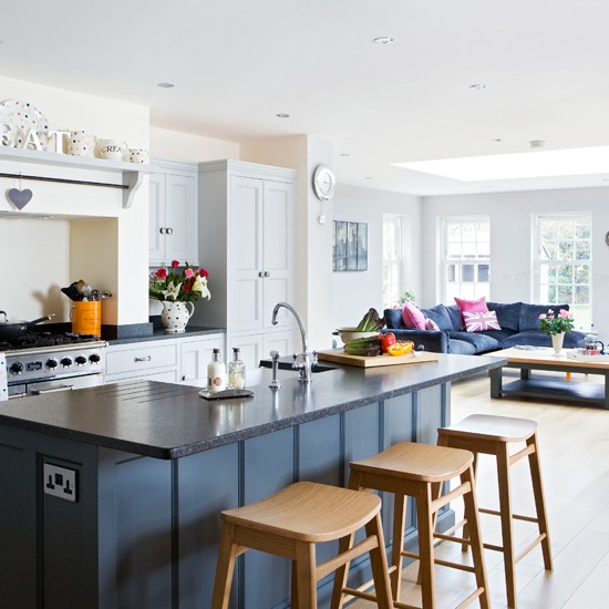 Painted open-plan kitchen | Traditional kitchen-diner ideas | Kitchen | PHOTO GALLERY | Beautiful Kitchens | Housetohome.co.uk