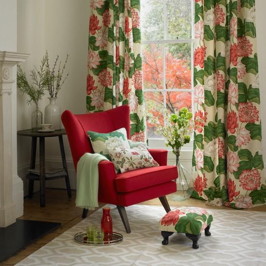 Botanical print living room - Floral country living room furniture ...