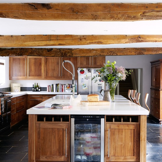 Walnut kitchen with wooden beams kitchen decorating for Country kitchen ideas uk