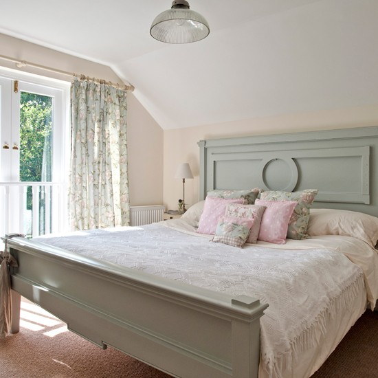 Bedroom In Soft Country Florals And Pale Pastels Bedroom
