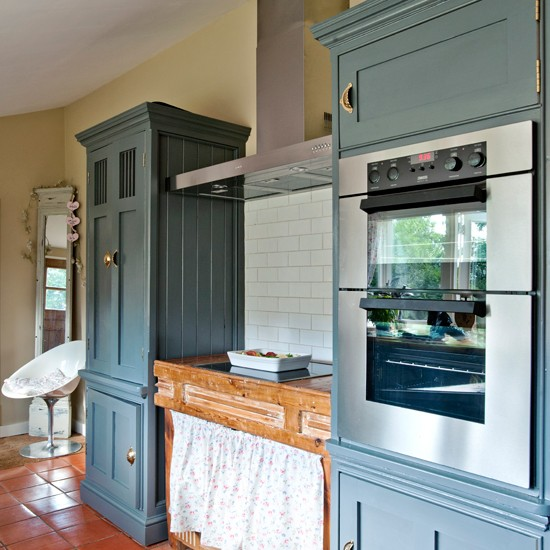 Country cottage kitchen with painted units kitchen for Grey country kitchen
