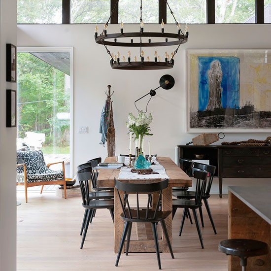 Dining room  Take a tour around a modern American beach
