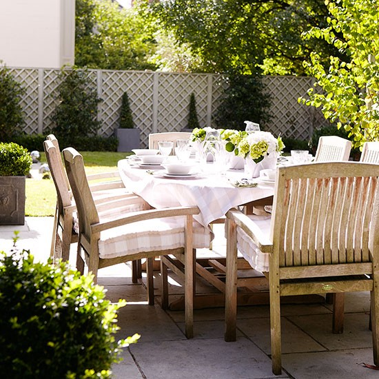 Traditional garden patio dining area | Garden decorating | Country Homes & Interiors | Housetohome.co.uk
