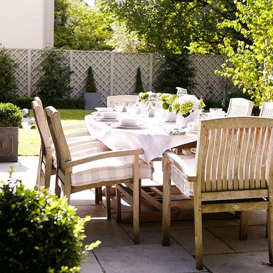 Traditional garden patio dining area | Garden decorating | Country Homes & Interiors | Housetohome.co.uk