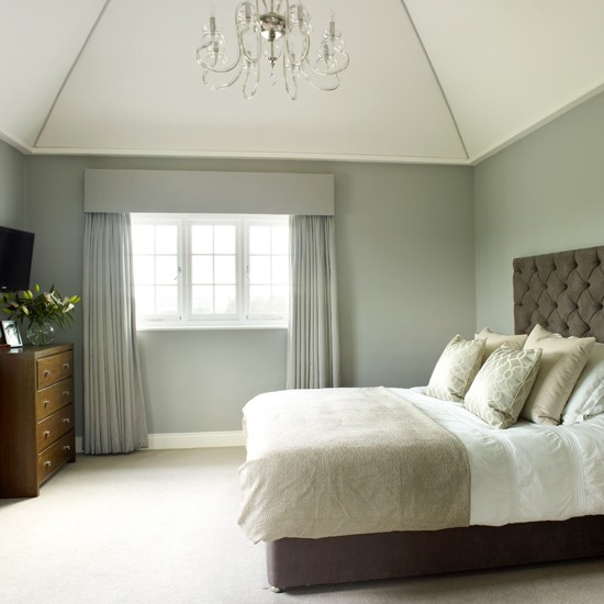 Grey and cream traditional bedroom bedroom decorating for Bedroom ideas grey bed