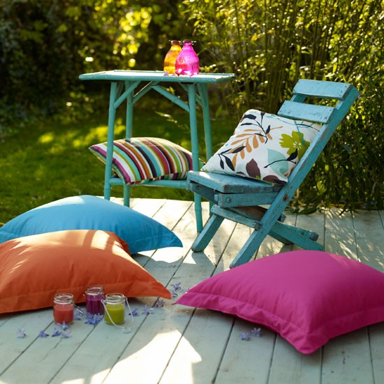 Country garden pictures house to home for Garden decking colours
