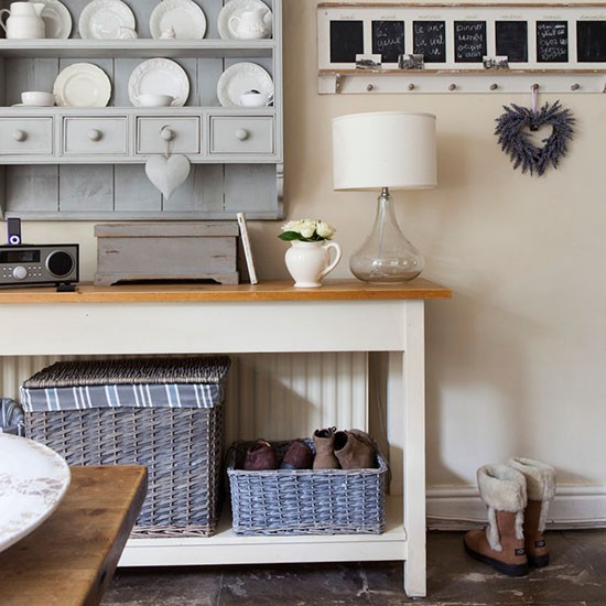 Country style utility room declutter the easy way with for Utility rooms uk