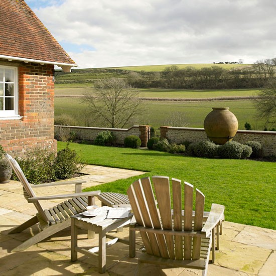 Garden | West Sussex home | House tour | PHOTO GALLERY | 25 Beautiful Homes | Housetohome.co.uk
