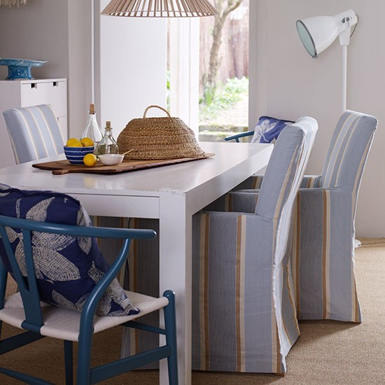 Blue and white coastal style dining room new england for New england dining room ideas