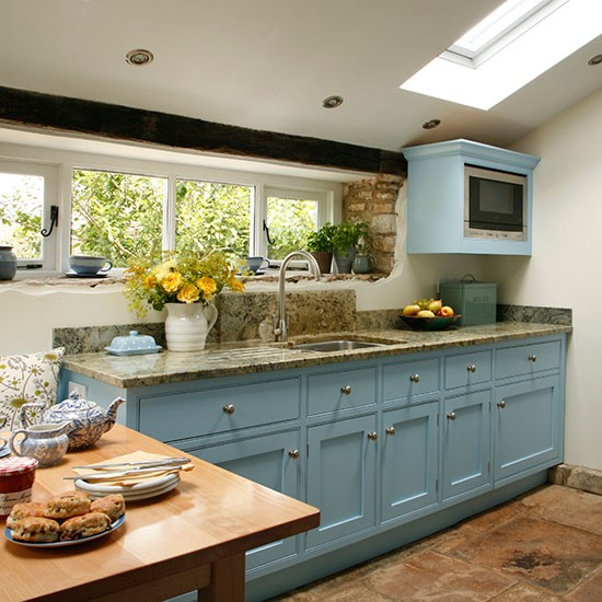 Blue Kitchen Cabinets Units: Be Inspired By This Blue Country Kitchen