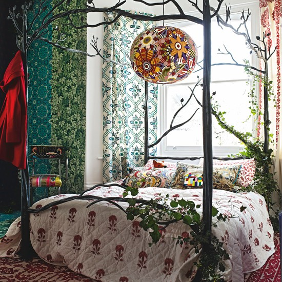 Floral bedroom with iron four poster bed bedroom for 4 poster bedroom ideas