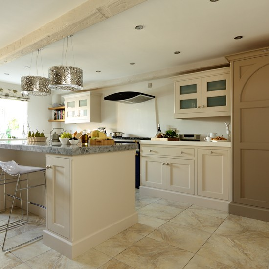 Cream shaker kitchen with modern pendants kitchen for Shaker kitchen designs