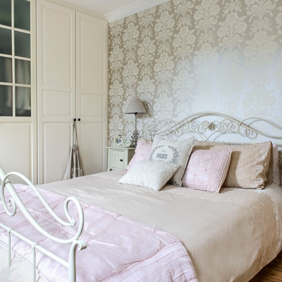 French inspired bedroom french vintage design room ideas for Antique bedroom ideas