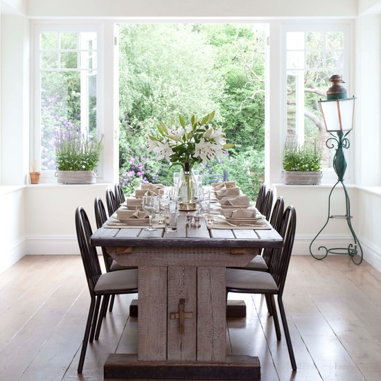 White dining room with rustic table french vintage for Dining room decorating ideas rustic
