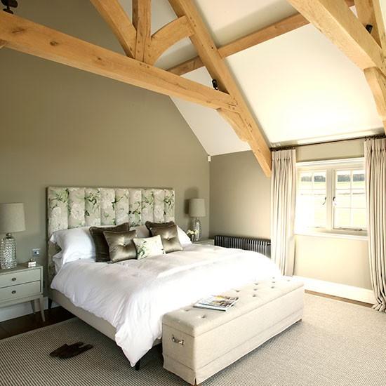 Beige and wood beamed bedroom for Cream and beige bedroom ideas
