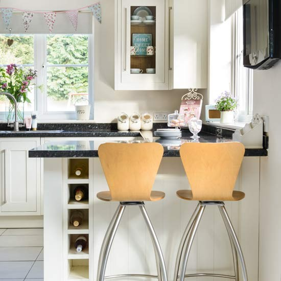 Breakfast bar | Gloucestershire family home | House tour | PHOTO GALLERY | Style at Home | Housetohome.co.uk