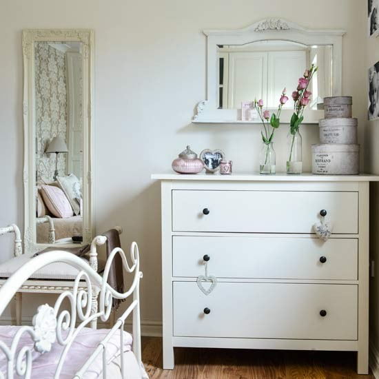 Bedroom dressing table | Gloucestershire family home | House tour | PHOTO GALLERY | Style at Home | Housetohome.co.uk