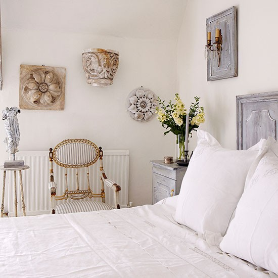Cool white bedroom with wall art | White bedroom ideas ...