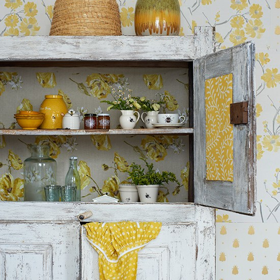 Gray And Yellow Kitchen Walls: Yellow And Grey Kitchen With Bee Motif