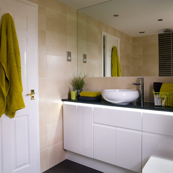 Bathroom with built in units small bathroom ideas for Small bathroom ideas uk