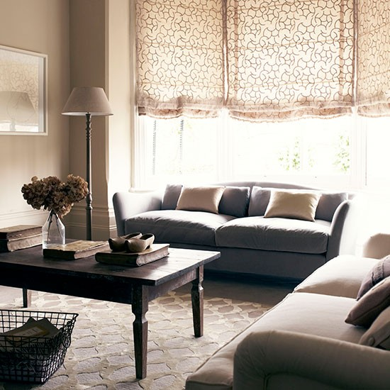 Toning living room with textured carpet and voile blind for Neutral living room ideas